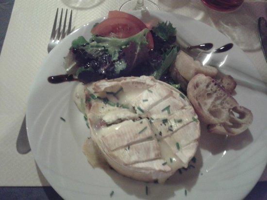 Auberge des Pins: Camembert aux amandes et noisettes