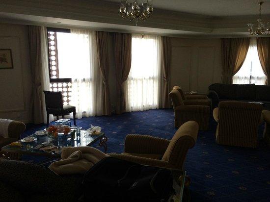 Dar Al Hijra InterContinental Madinah: The living room of the Royal Suite