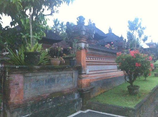 Pajar House Ubud : exrterior hotel - typical street