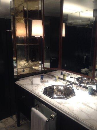 Rosewood London: Bathroom