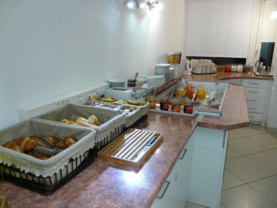 Cat'Hotel: salle de petit déjeuner buffet