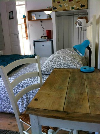 La Maison Bacana Bed and Breakfast: mini fridge, tea and coffee facilities
