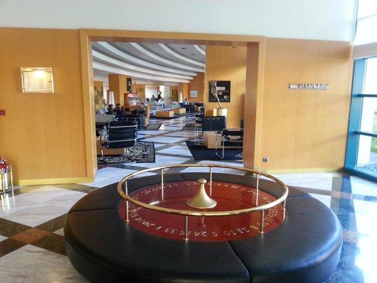 Club Hotel Loutraki : Холл