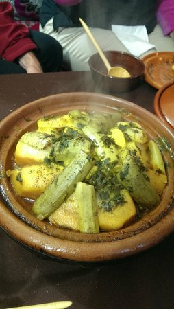 Riad Oussagou: Chicken tagine