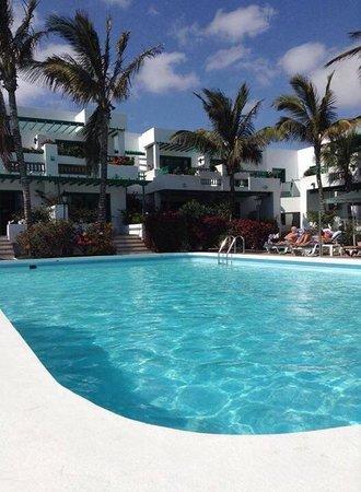 Nazaret Apartamentos: pool side