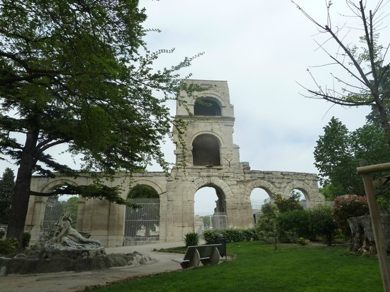 Le Marche d'Arles: Arles - le jardin d'été -