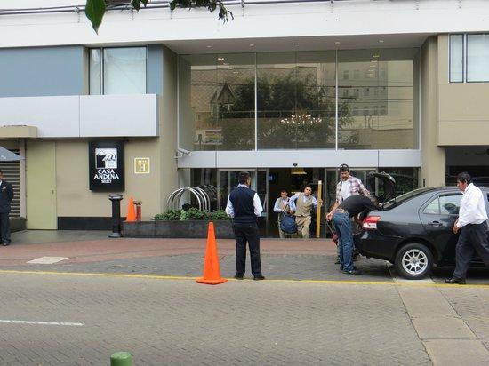 Casa Andina Select Miraflores: Front of hotel