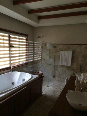 Finca Lerida: Salle de bains de la suite 5