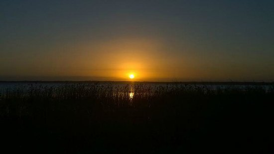 Thonga Beach Lodge: Sunset at nearby Lake (Sundowner )