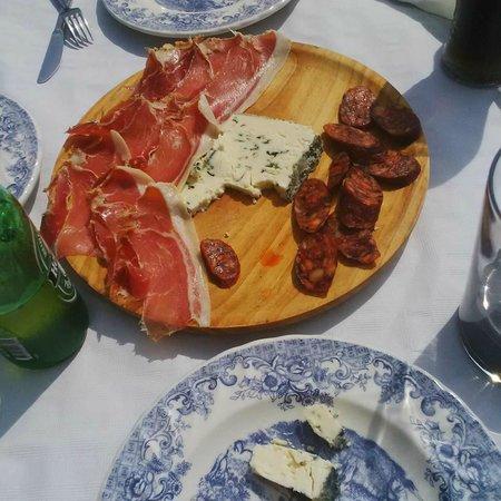 Sidreria El Prau: media tabla de queso y jamon y chorizo