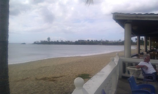 Turtle Beach by Rex Resorts : looking beachside from pool area