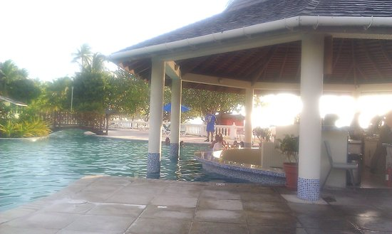 Turtle Beach by Rex Resorts : outside bar by pool