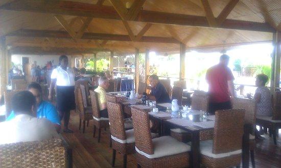 Turtle Beach by Rex Resorts: restaurant near to beach
