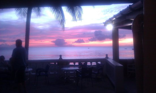 Turtle Beach by Rex Resorts: sunset 1