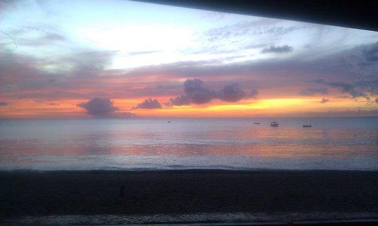 Turtle Beach by Rex Resorts: sunset 2