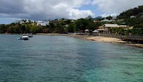 Paradise Beach Hotel: Paradise from dock to Young Island