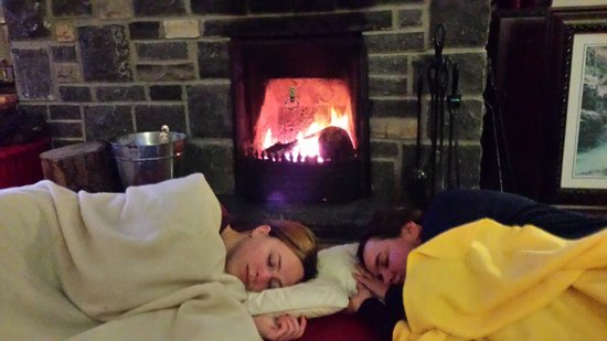 Dunloe View Hostel : Inside fireplace, niceand cosy