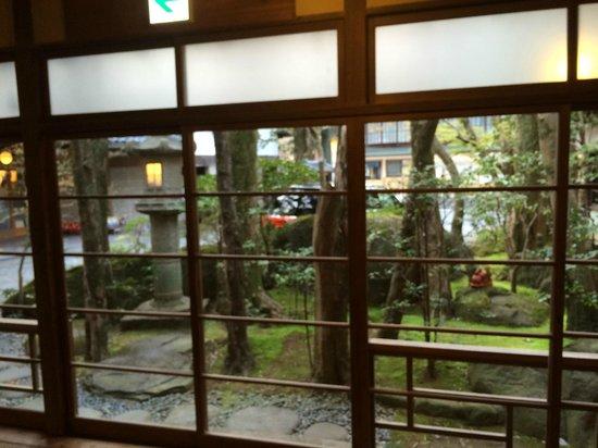 Arai Ryokan: 中庭