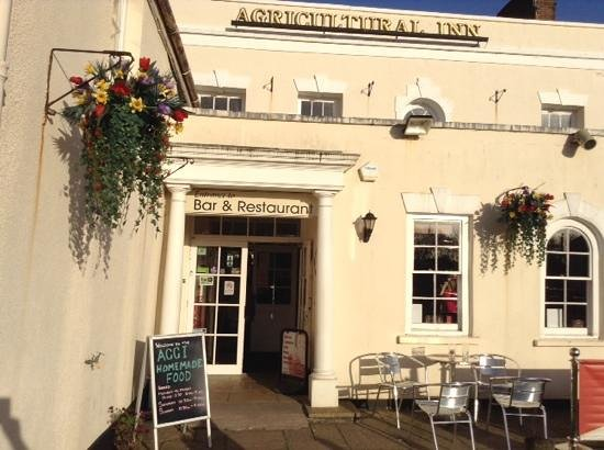 Braunton, UK: Enter here for great food and beer