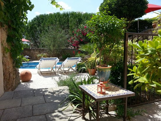 Villacrosia : Jardin et Piscine