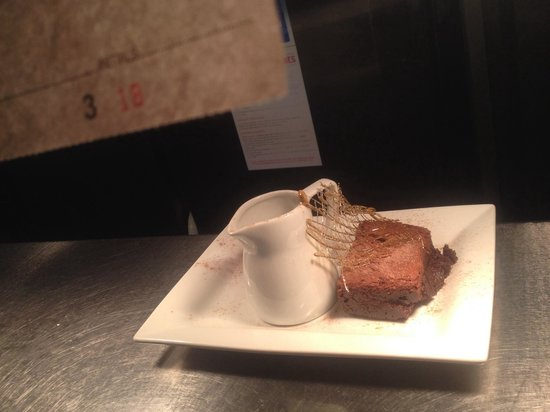 Rock Cafe: Chocolate brownie with thick jersey cream