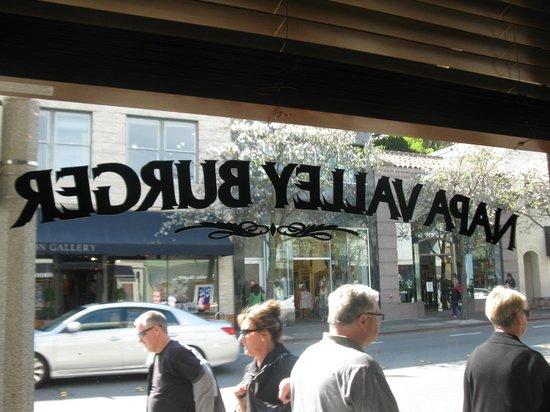 Napa Valley Burger Company: Bar seats looking out