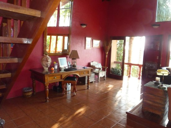 Casa Bella Rita Boutique Bed & Breakfast: warm and welcoming upstairs gathering room