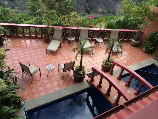 Casa Bella Rita Boutique Bed & Breakfast: pool patio with amazing view of the canyon