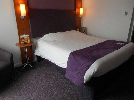 Premier Inn Stratford Upon Avon Waterways Hotel: comfotable bed