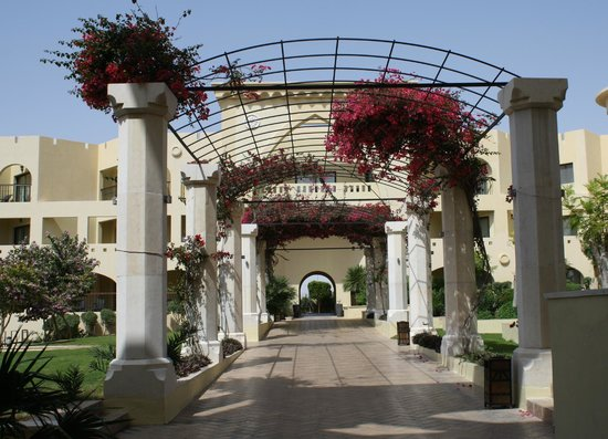 Radisson Blu Tala Bay Resort, Aqaba : Beautiful arbor
