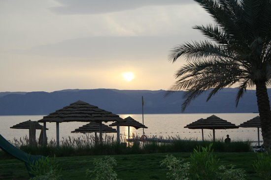 Swiss-Belresort Tala Bay, Aqaba: Sunset over the Red Sea