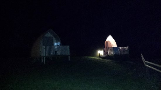 Sandaway Beach Holiday Park: Pods at night