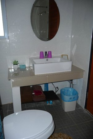Aden Apartment Beachside Samui Lamai: Bathroom