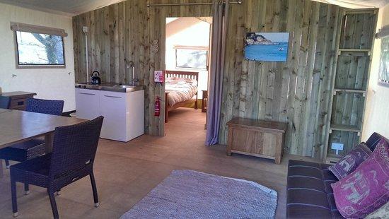 Sandaway Beach Holiday Park : Safari Tent living area