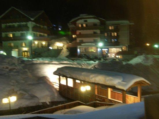 Hotel St. Raphael: Vista notturna dalla camera