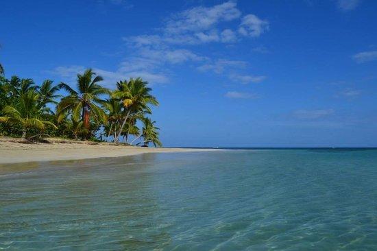 Grand Bahia Principe El Portillo: Beach on the left side