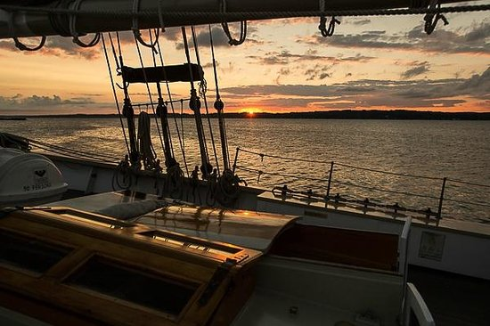 Tall Ship Manitou - Day Tours: Sunrise over Grand Traverse Bay
