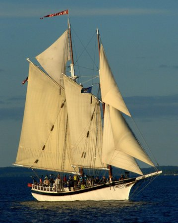 Tall Ship Manitou - Day Tours: Tall Ship Manitou