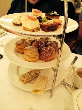 Kingsway Hall Hotel : Tea and cakes