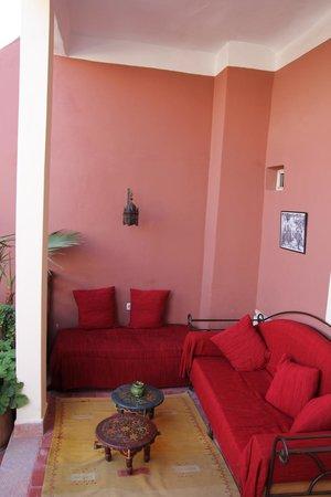 Marhbabikoum: Dachterasse vor dem roten Zimmer