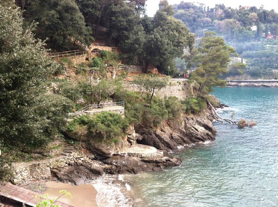 Hotel Stella: View along the road from Portofino (not on the grounds)