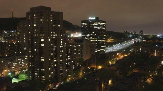 Appartements Trylon : vue de la chambre by night