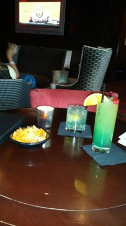 Platinum Hotel and Spa: Happy Hour