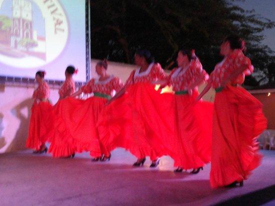Bonbini Festival Show: Dancers