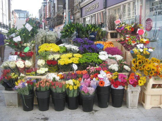 Grafton Street: Flower stand