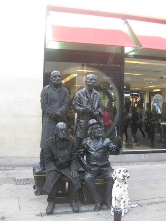 Grafton Street: street performer