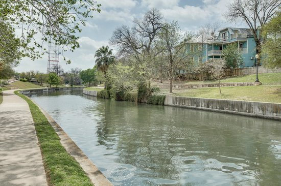 Photo of Inn on the Riverwalk San Antonio