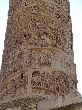 Colonne de Marc-Aurèle : Spiral detail on the outside facade.