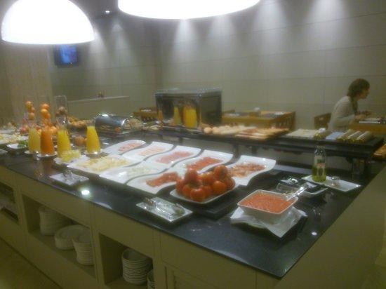 NH Oviedo Principado: Desayuno