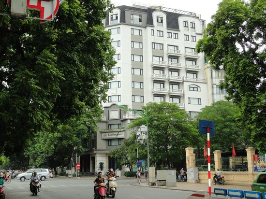 Lan Vien Hotel Hanoi: View of Lan Vien Hotel from PHO Hang Bai